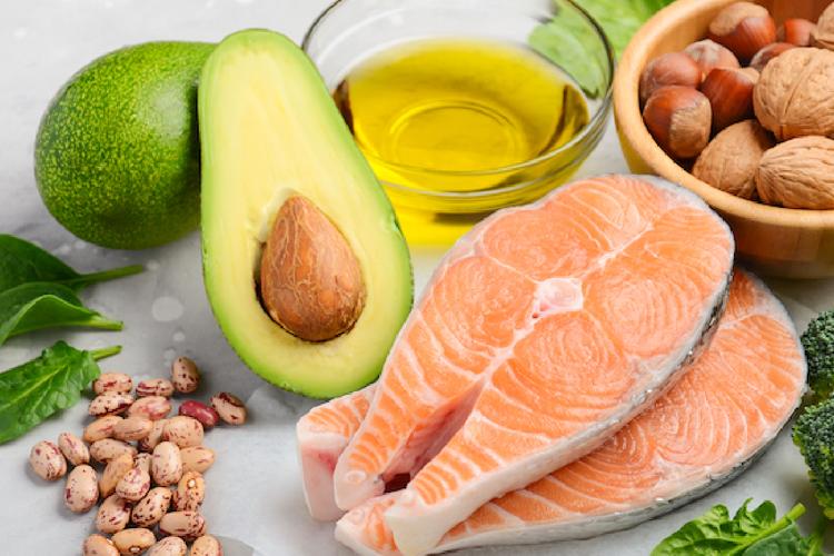 実は脂質は痩せる栄養!?脂質摂取のメリットとデメリット